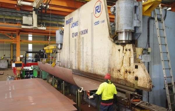Big machine for steel pressing