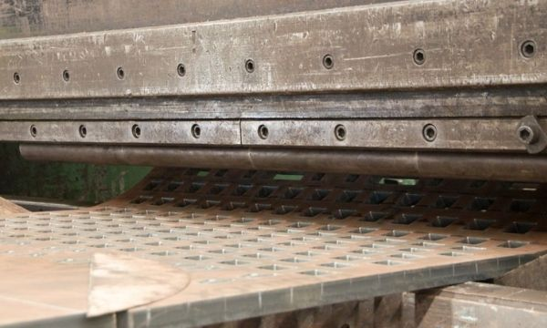 Heavy press machine for steel