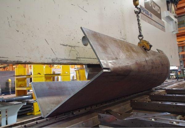 Machine lifting a big steel